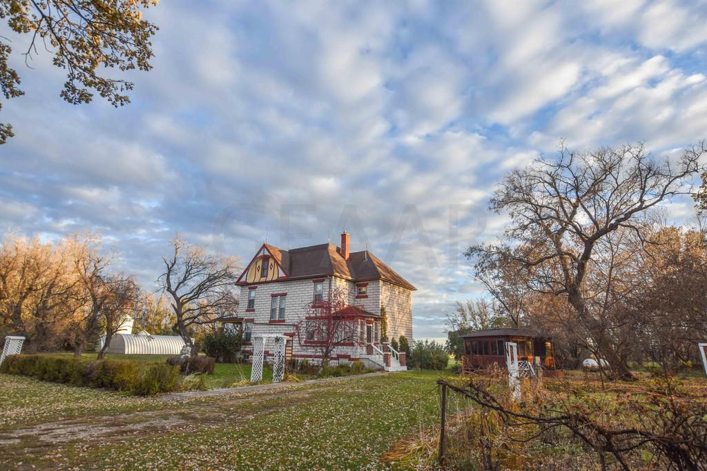1910 Victorian Bed And Breakfast For Sale In Mountain North Dakota
