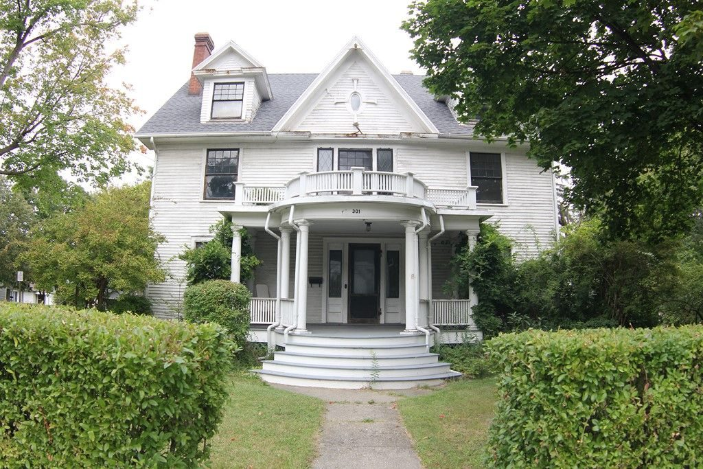 Search old houses captivating houses for Craftsman style homes for sale in nh