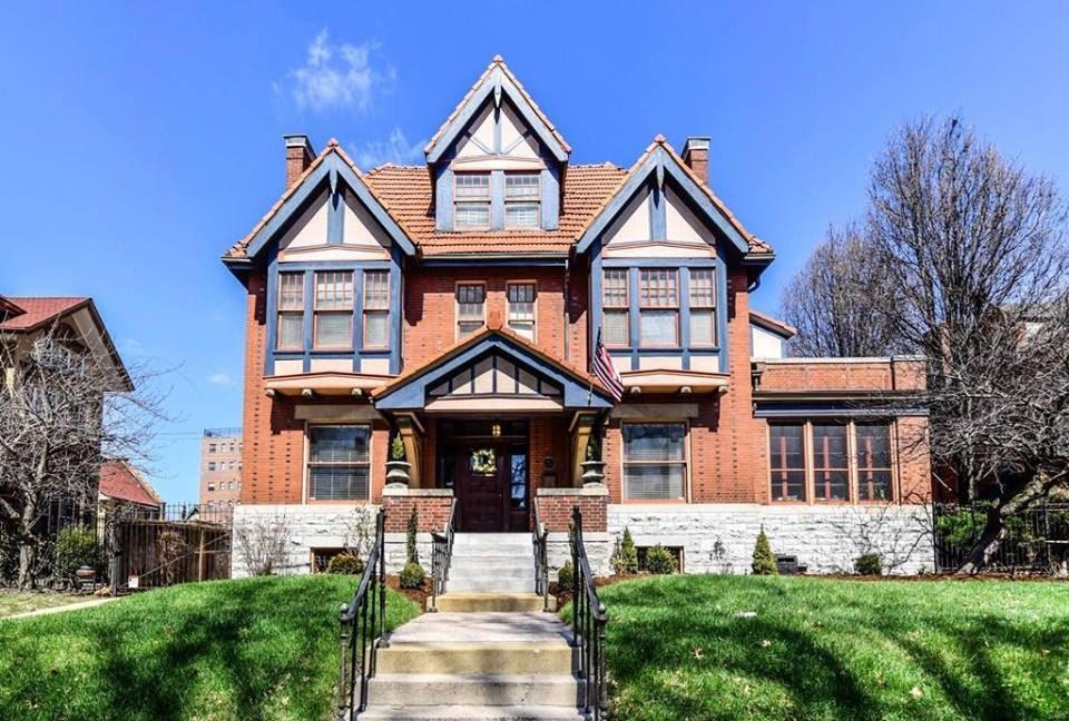 1908 Tudor Mansion In Saint Louis Missouri