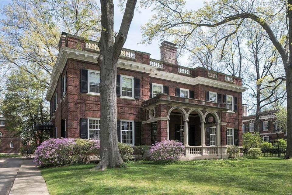 1905 Mansion In Saint Louis Missouri