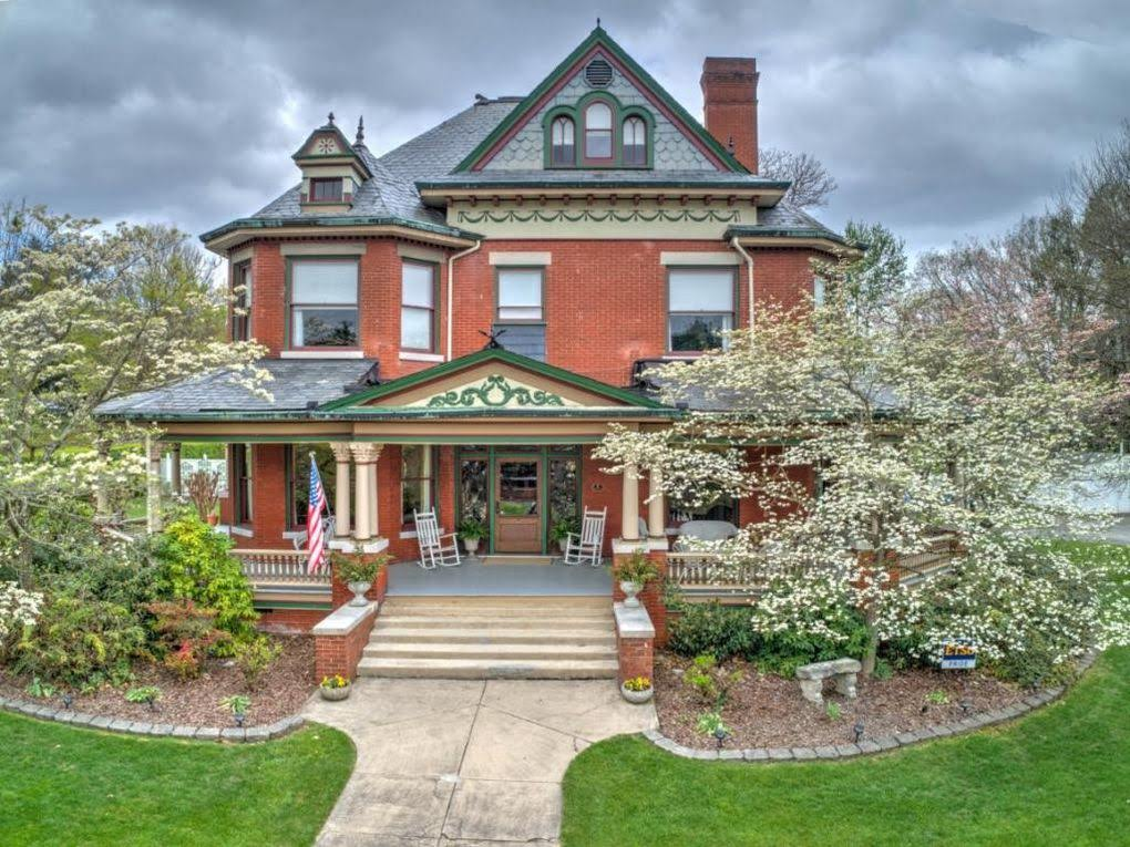 1909 Victorian In Johnson City Tennessee