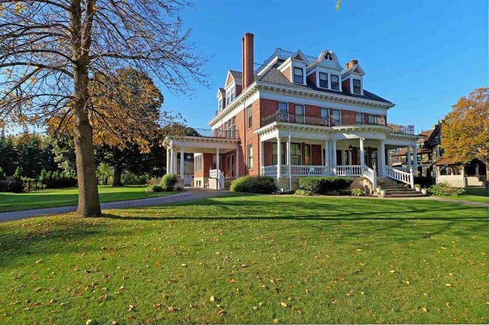 1893 Mansion In Neenah Wisconsin