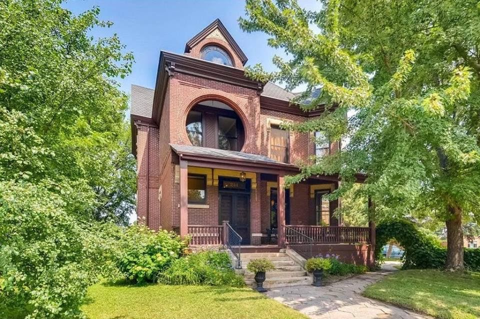 1885 Brick Mansion In Saint Paul Minnesota