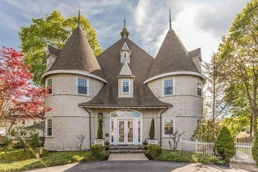 1850 Converted Carriage House For Sale In Marblehead Massachusetts