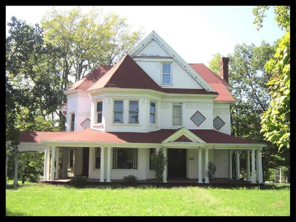 1875 Victorian Fixer Upper In Macon Missouri