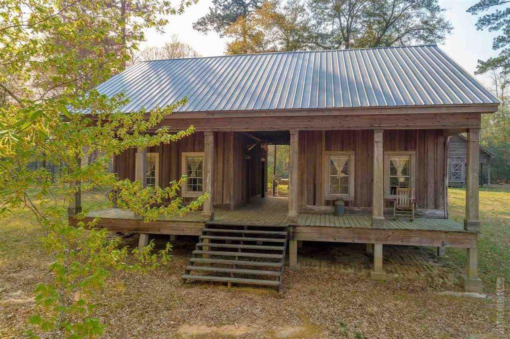 1886 Farmhouse In Wiergate Texas