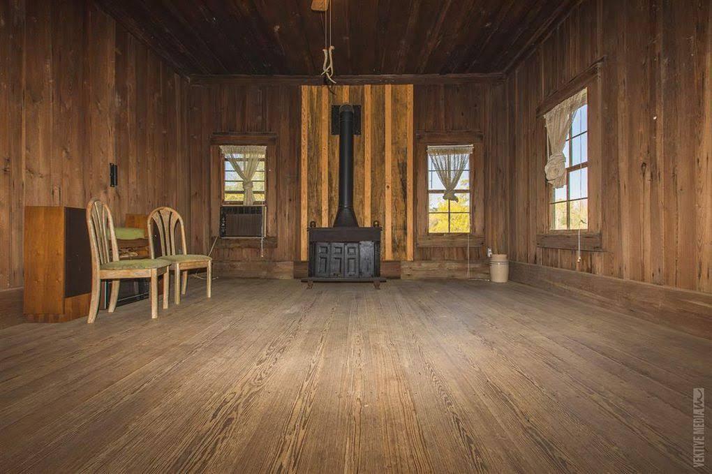 1886 Farmhouse For Sale In Wiergate Texas