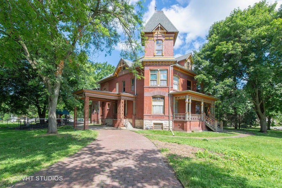1886 Mansion In Sycamore Illinois