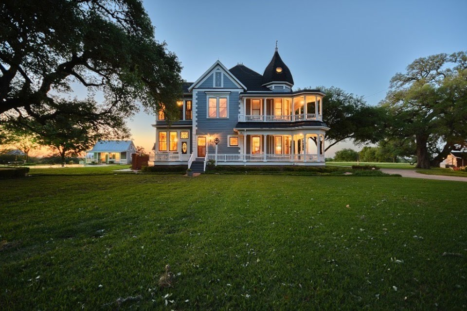 1901 Queen Anne For Sale In Brenham Texas