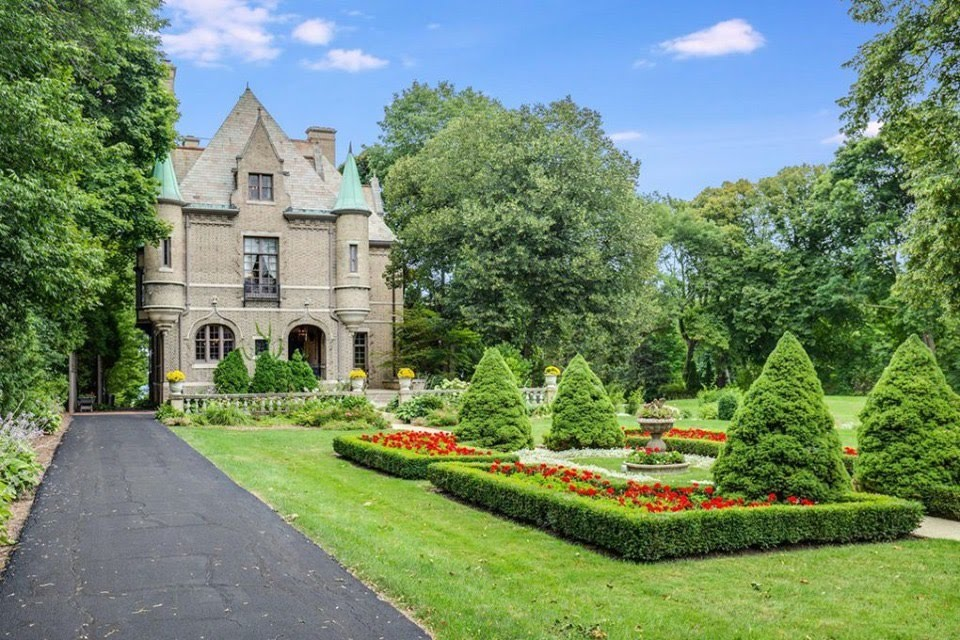 1912 Mansion In Milwaukee Wisconsin