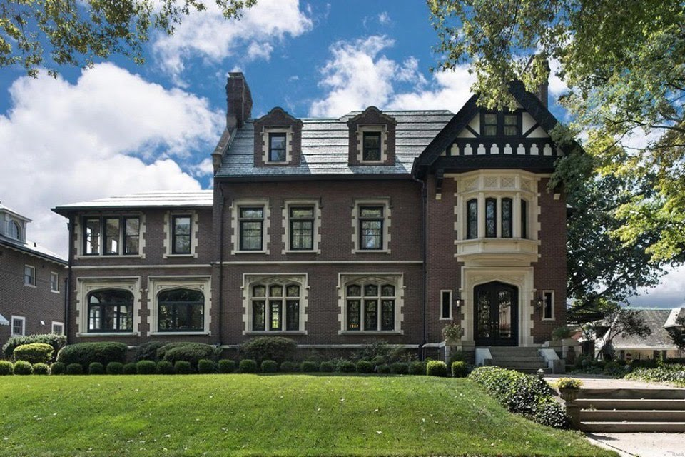 1910 Tudor Revival Mansion In Saint Louis Missouri