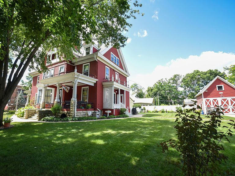 1900 Colonial Revival For Sale In Sparta Wisconsin