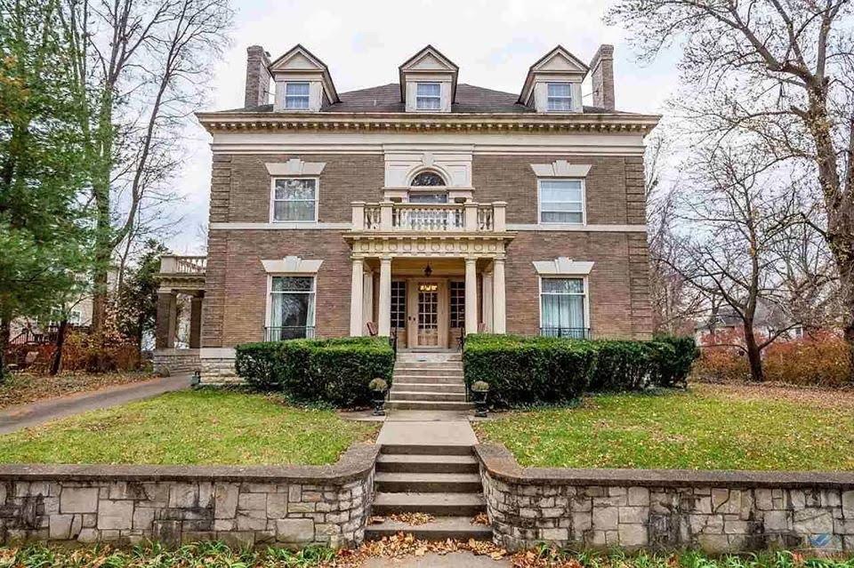 1900 Historic House In Sedalia Missouri