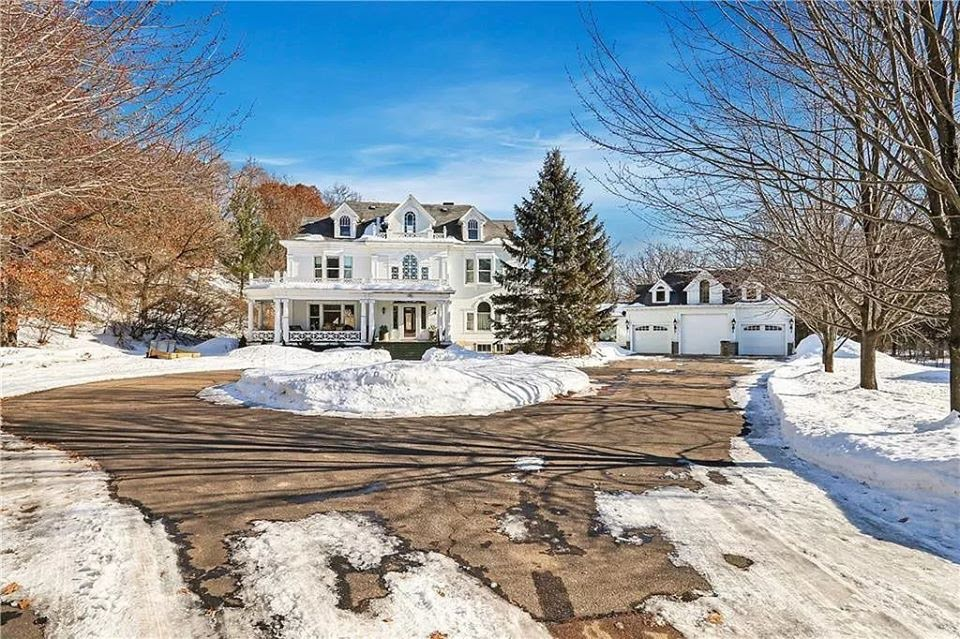 1906 Colonial Revival For Sale In Chippewa Falls Wisconsin