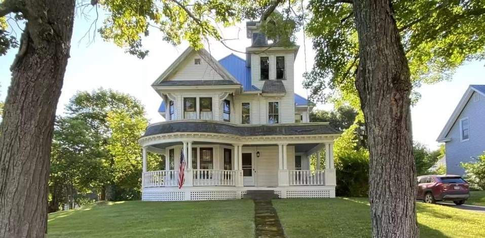 1893 Queen Anne For Sale In Island Falls Maine — Captivating Houses