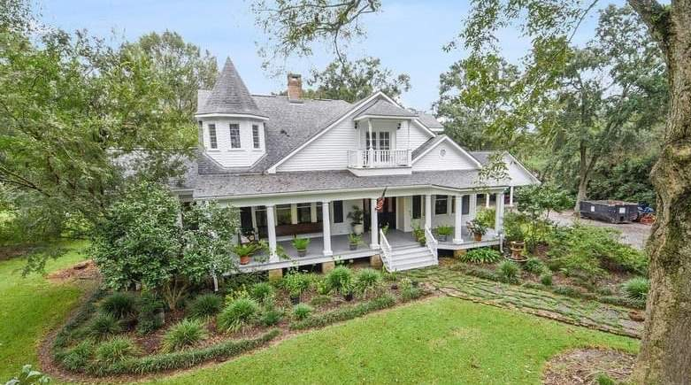 1899 Victorian For Sale In Broussard Louisiana — Captivating Houses